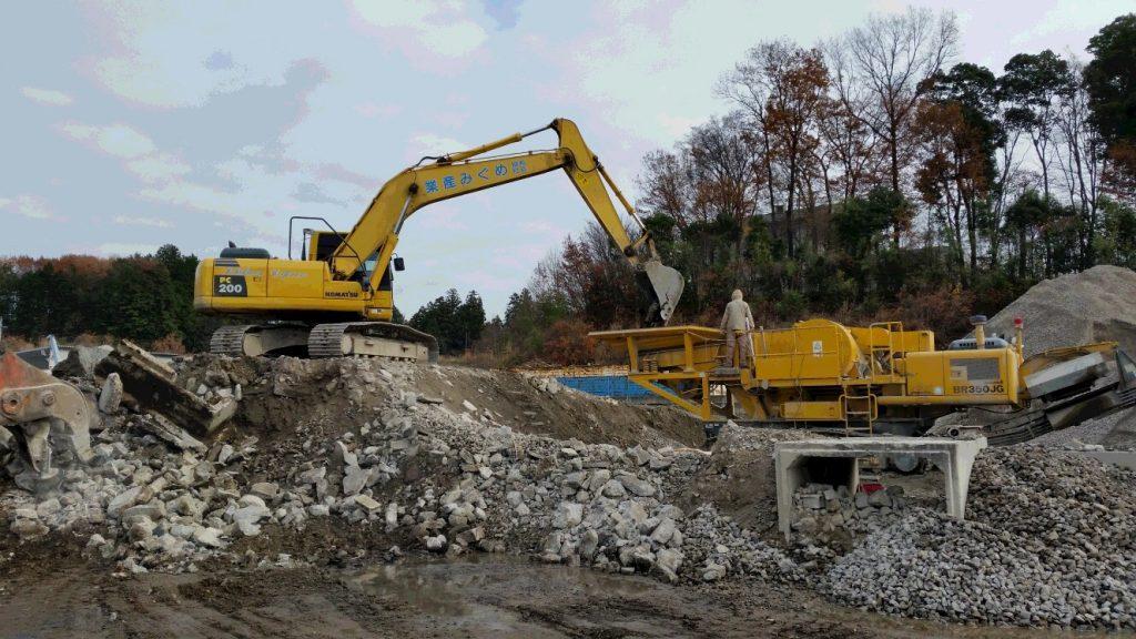 採石プラント 原料投入作業